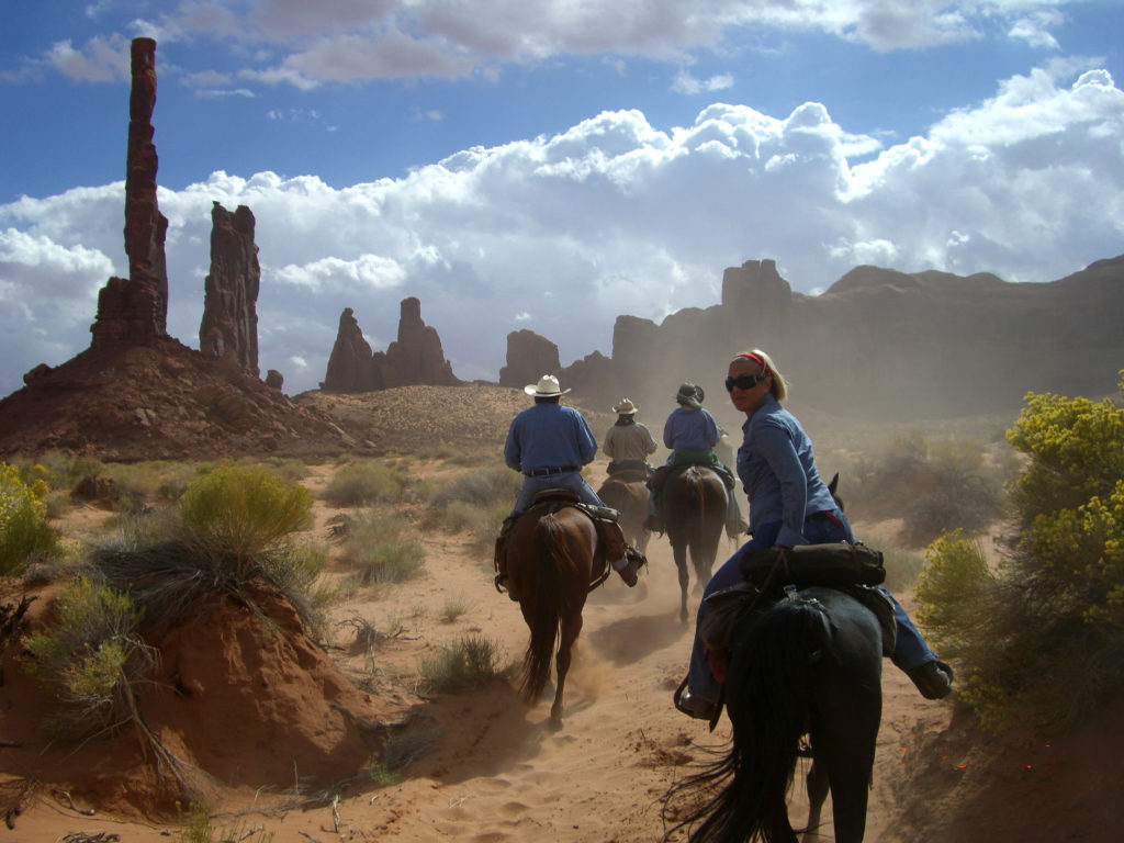 Monument-Valley_10-06_001